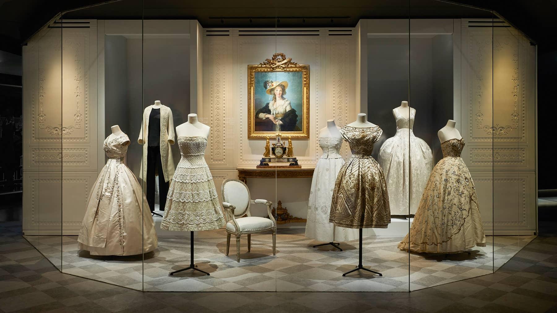 Dior-exhibition-at-Musee-des-Arts-Decoratifs