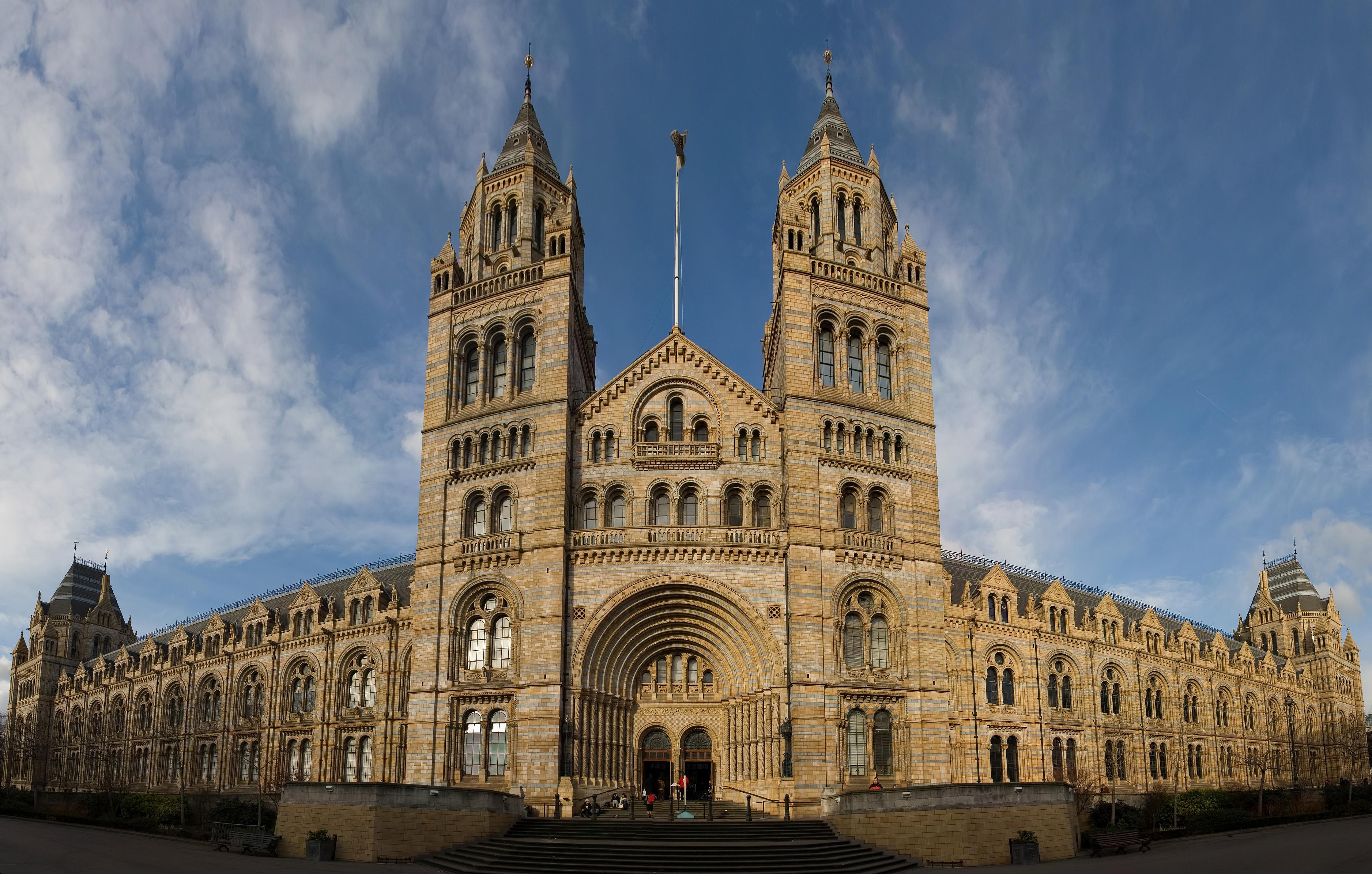 Natural_History_Museum_London_Jan_2006